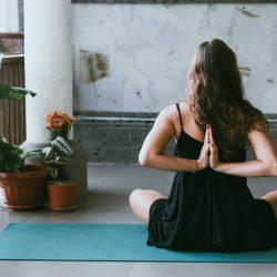बिगिनर योगासन जो आपके शरीर को बनाए रबड़ सा लचीला (Beginners Yoga That Makes Your Body Flexible)